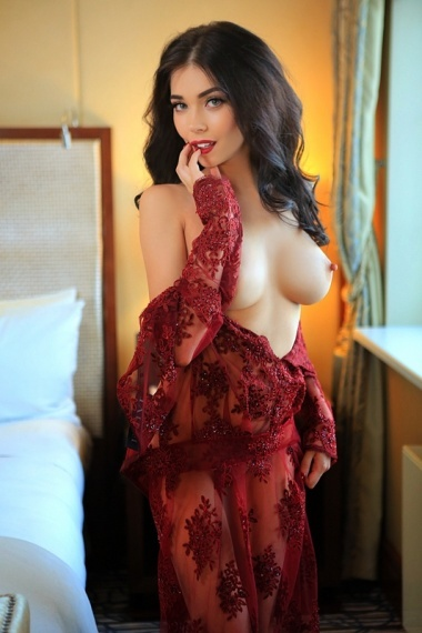 Leila, stunning Russian escort in Rome for sex