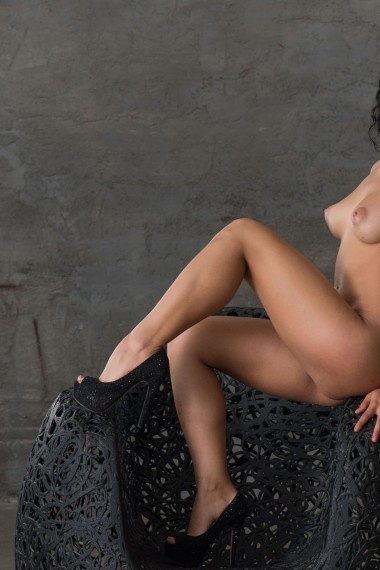 Ylana, beautiful Russian escort who offers 69 in Rome