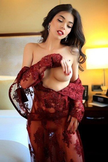 Leila, beautiful Russian escort who offers massages in Rome