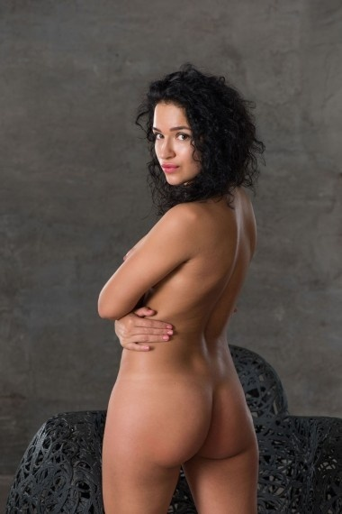Ylana, beautiful Russian escort who offers massages in Rome