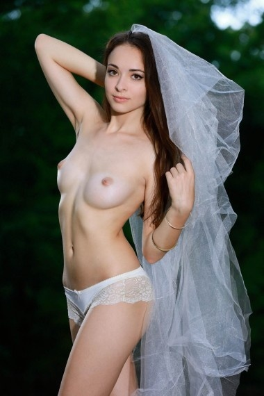 Farida, beautiful Russian escort who offers massages in Rome